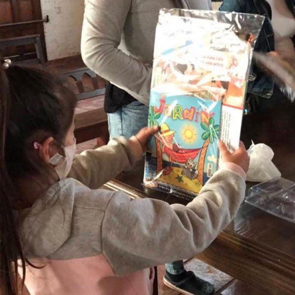 """""""Cerca de las familias"""" - Entrega de revistas didácticas de la mano de Fundación Noble"""